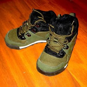 Hiking boots army green